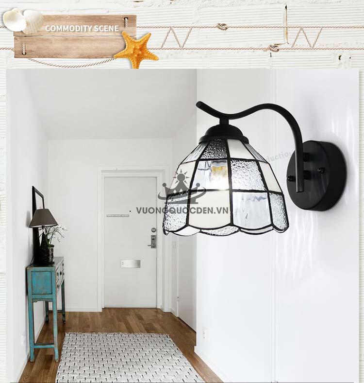 Tạo điểm nhấn cho phòng ngủ bằng cách treo đèn tường thủy tinh hiện đại
